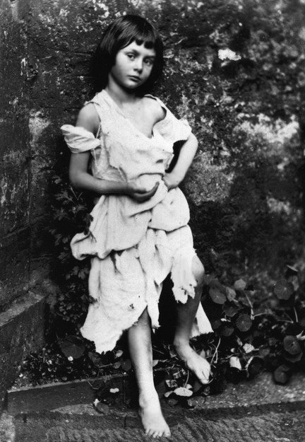 Alice Liddell, 1859. Photo by Charles Dodgson (Lewis Carroll), © de.Wikipedia.org