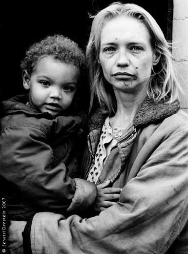 "Howard Schatz: ""Homeless Mother and Child,"" New York, 2007 © Schatz/Ornstein"